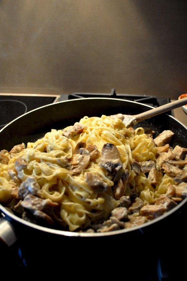 Ταλιατέλες με χαλούμι και μανιτάρια - Tupper food | blogs @ γαστρονόμος