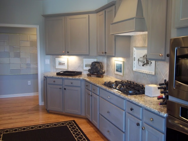 KITCHEN PAINTED CABINETS WITH ANNIE SLOAN CHALK PAINT IN FRENCH LINEN