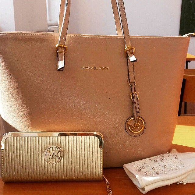 $39 Michael kors outlet,Michael Kors Purses Outfits for Christmas gift,repin and get it immediately.