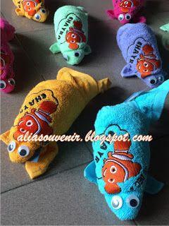 Souvenir handuk bentuk ikan, handuk 35x75 dg bordir menarik. hub 085728454449/082225625999