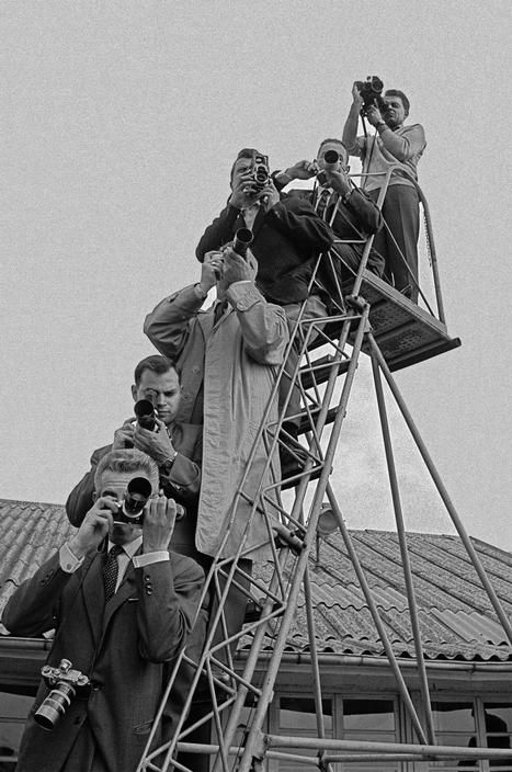 Erich Lessing FRANCE. Paris. Failed Paris Summit Conference 1960: Photographers on a ladder, trying to catch the participants of the meeting. 1960