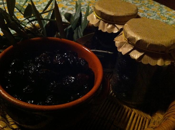 Olive nere infornate alla calabrese Ottime per accompagnare un aperitivo veloce e moltissime ricette.