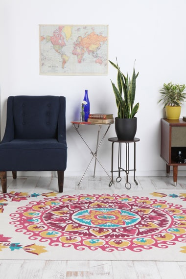 mandela rug. love: Living Rooms, Apartment Decor, Urban Outfitters Rugs, Crafts Rooms, Carpets, Rooms Ideas, Mandela Rugs, Apartment Compartment, Mandala Rugs
