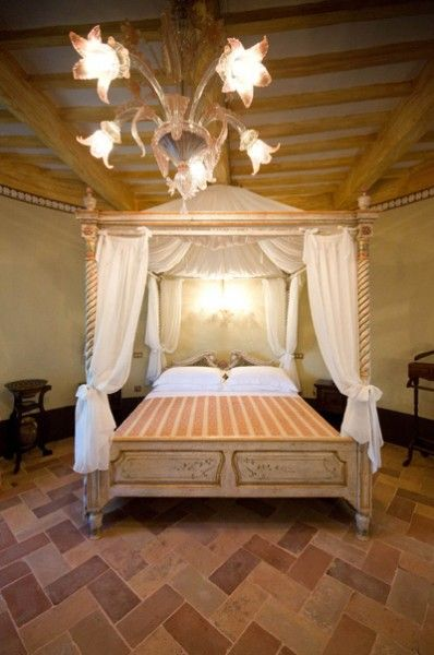 stunning double bedroom for this #Italian #castle