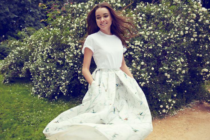 Женственный летний образ с юбкой Rochas и футболкой Red Valentino примерила на себя Ирена Понарошку. #topbrands #rochas #иренапонарошку