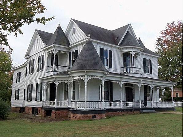 Queen anne victorian home 617 virginia ave clarksville for Queen anne victorian