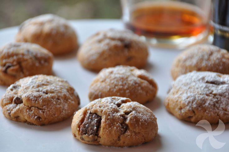 Son irresistibles. Están hechas con vino dulce y trocitos de chocolate. Además no tienen huevo ni leche y la preparación es de lo más sencilla.