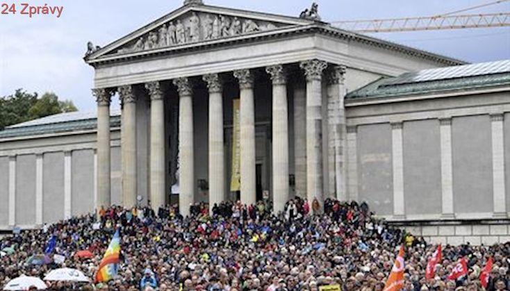 Tisíce lidí protestovaly v Mnichově proti antiimigrační politice CSU