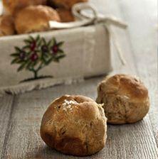 Το πιο εύκολο ψωμί που έχετε φτιάξει ποτέ! Αφράτο πεντανόστιμο και χωρίς ίχνος μαγιάς.Τα αρωματικά όπως ο βασιλικός και το θυμάρι του δίνουν ένα διακριτικό τόνο. Η μαστίχα σε συνδυασμό όμως με τον κόλιανδρο το κάνουν εντελώς διαφορετικό!!