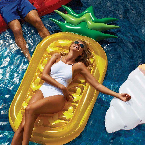 Die Ananas ist das Deko-Objekt dieser Saison. Jetzt gibt's die köstliche Frucht endlich auch als Luftmatratze ! Also los geht's in den Pool, See oder ans Meer.