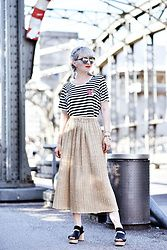 Esra E. - Oh Yeah Berlin Striped Shirt, H&M Trend Gold Pleated Midi Skirt, Cos Plateau Sandals - Golden hour