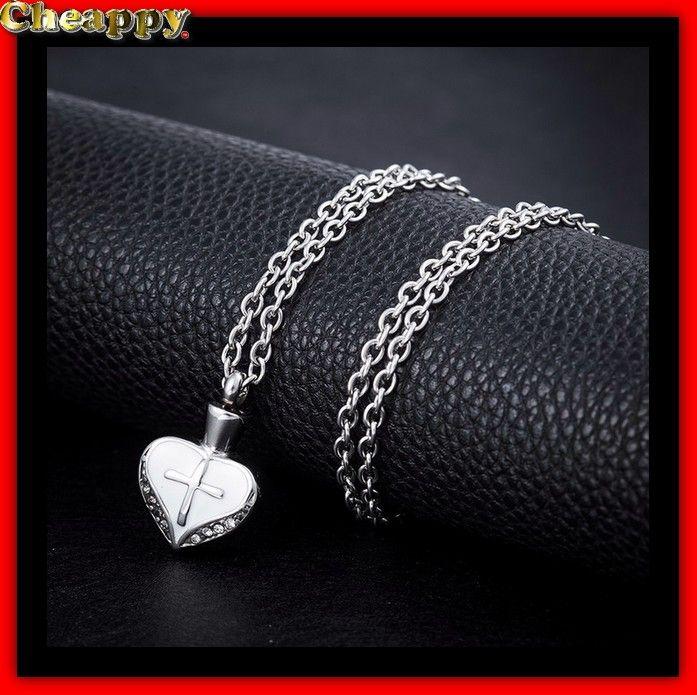 As hanger, As urn in de vorm van een hart en met een kruis