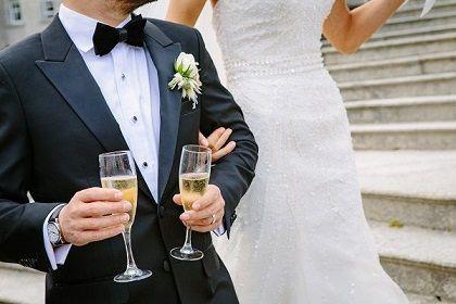 Mit der Musik steht und fällt die Stimmung einer Hochzeit. Hier finden Sie detaillierte Informationen, worauf Sie bei Planung und Umsetzung achten müssen.