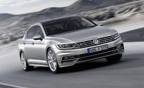 2015-Volkswagen-Passat-GTE_Front Angle