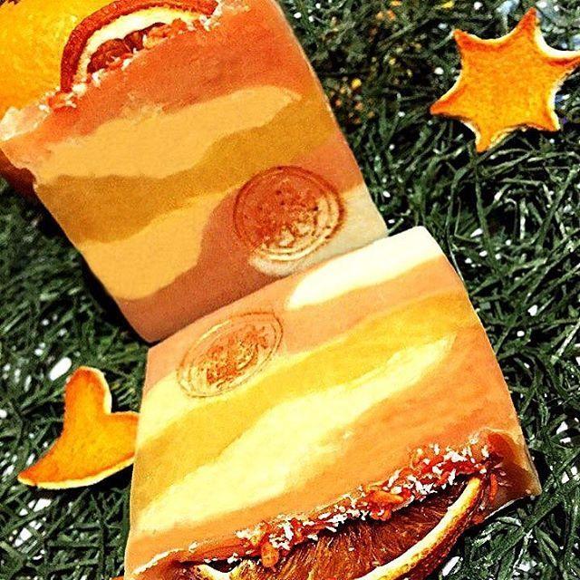 """💭Мыло с нуля """"Рождественский апельсин""""Состав: масло облепихи, масло авокадо,масло пальмоядровое, масло кокоса, масло оливы, масло пальмовое, масло касторовое, коконы тутового шелкопряда, вода, щелочь. Сделано холодным способом.🍊"""