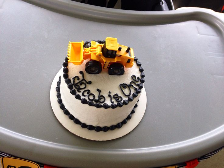 {Construction/Dump Truck Theme} Jacob's First Birthday Smash Cake-Before