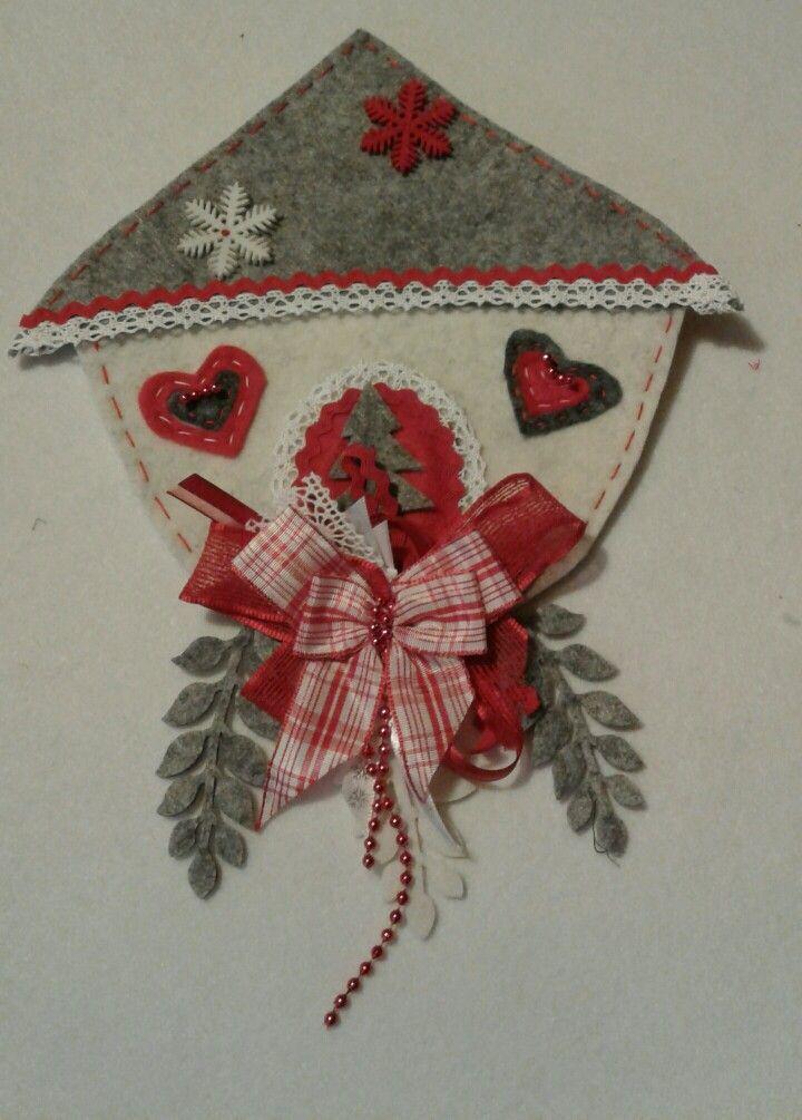 decorazione in feltro per Natale. Casetta rossa e grigia - Luisa Valent