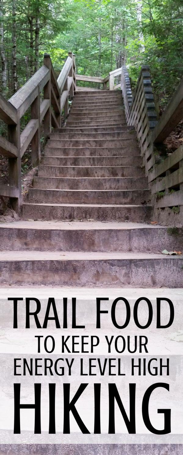 Sie benötigen Energie-Snacks auf Wanderwegen! Hier finden Sie leichte Vorbereitungen für das Wandern mit Lebensmitteln für Snacks, die Sie zusammen mit Ihrer Wanderausrüstung in den Rucksack packen können, wenn Sie auf den Wanderwegen unterwegs sind oder wenn Sie im Freien campen gehen! Selbstgemachte hausgemachte Rezepte, die billig und preisgünstig sind, machen das schnelle Essen zum Mitnehmen für Roadtrips und Flughafen-Snacks im Urlaub, auch wenn Sie unterwegs sind. #Wandern