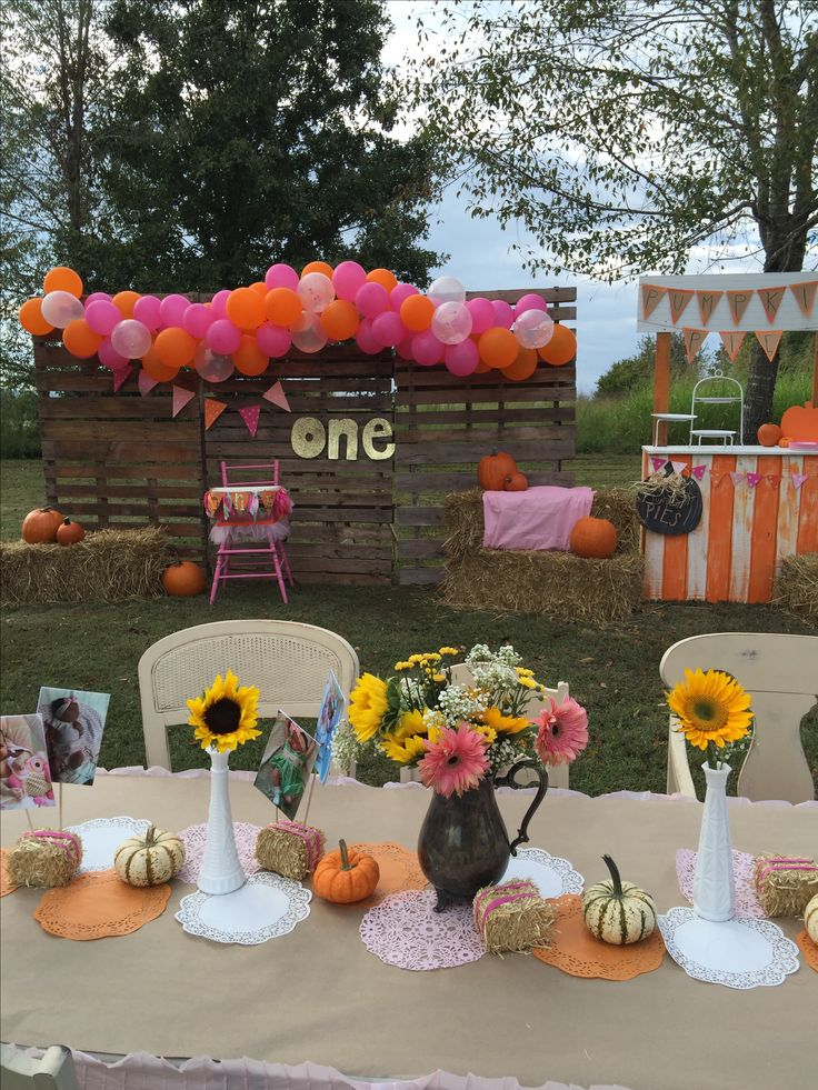 Pumpkin and pink party. First birthday party. Pumpkin party. Our little pumpkin is one. Fall party. Pumpkin birthday. October party. October baby. October party. Pumpkin decor. Pumpkin party decor. Fall party decor. Pumpkin patch decor. For more: Instagram @ihavethecoolestgoatever