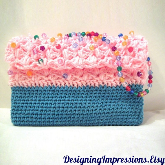 Strawberry pink frosting on a non-caloric cupcake purse. This brings the foodie out in me. #ibhandmade $28.00