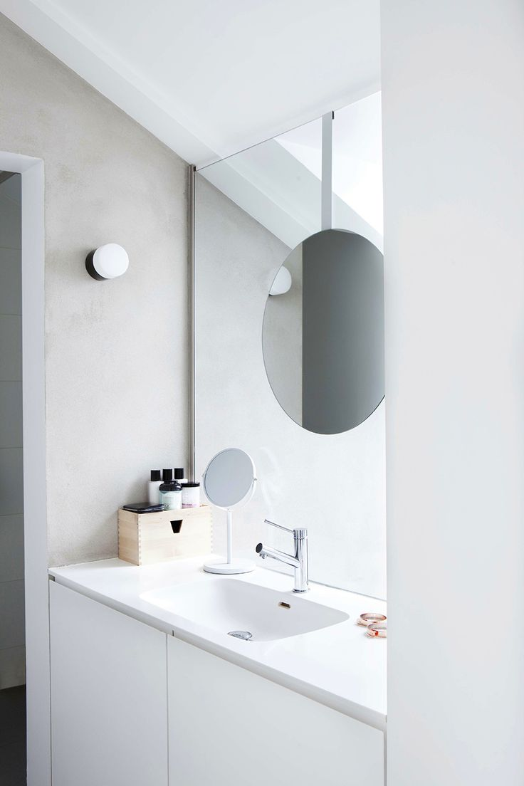 idunsgate hqroom ru 23 Airy Duplex at Oslo all white contemporary bathroom