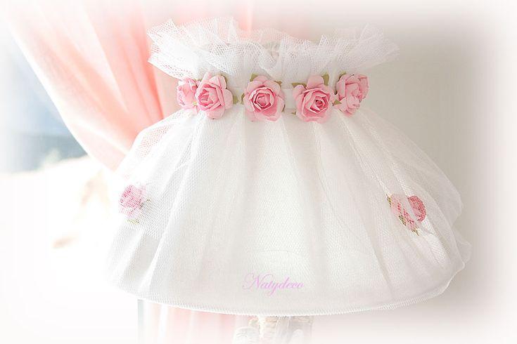 Nouvelle création abat jour en lin et tulle blanc avec couronne de roses NATYDECO  Bientôt En vente sur http://www.natydecocorse.com/