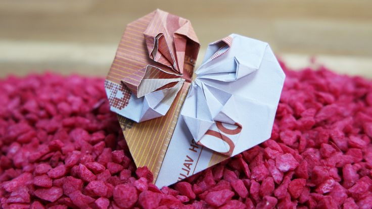 Das Herz ist bekanntes Symbol für Liebe.In einigen einfachen Schritten erklären wir Ihnen, wie Sie schnell Origami Geld Herz falten können!