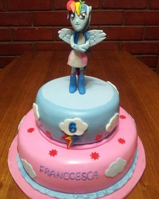 Torta Rainbow Dash Equestria girl #rainbowdash #equestriagirls #equestriagirlscake #cake #fondant #torta #puq #magallanes #chile