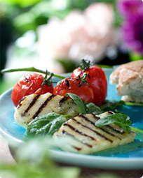 Grillede tomater og halloumi med blåskimmelsmør