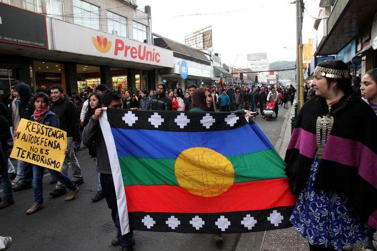 Temuco: Marcha en apoyo de la huelga de hambre de presos mapuches. Foto: José Monsalve.