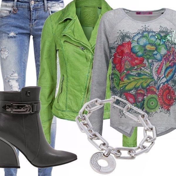 Per chi ama il colore, sempre! Ho scelto un giacchino stile biker in verde prato , una maglia con motivo floreale dal taglio non banale, ripped denim ed un trochetto molto stylish. Che ne dite del bracciale?