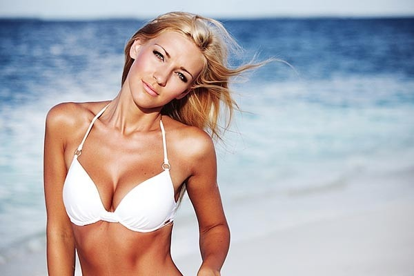 You Faux Glow, Girl: Find out the best way to apply self-tanner to your face, arms, legs and abs.