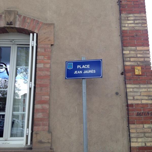 """[CARMAUX]  Michael Kook @ dr_kouk : """"Sur la place #jaures de Carmaux""""  http://pic.twitter.com/l3W4DJKc1U"""