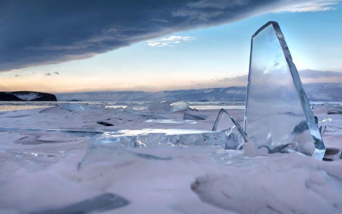 Une formation étrange a été découverte en mars dernier sur le lac Baïkal, en Russie, a annoncé le Centre russe Scanex qui effectue des missions de télédétection de la Terre.