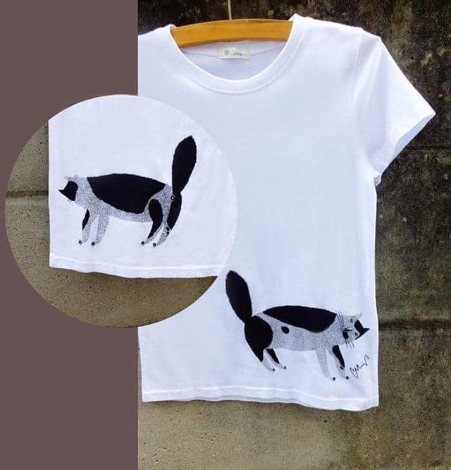 ●猫Tシャツ販売のお知らせ ● ベルメゾンより ワ タシの描いた猫のTシャツが販売されています。 オフホワイトのシンプルなTシャツの下の方に ちっぽけ無愛想な猫がテケテケと。 前には前姿、後ろには後姿が プリントされています。 チャームポイントは、 もちろんお尻の穴、でしょか。(笑) この夏、この子と一緒に ぜひぜひ楽しくお過ごしください。 ………………………………………………….. BELLE MAISON DAYS...