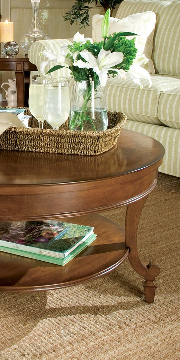 Give your living room a timeless & traditional look with this hardwood coffee table set