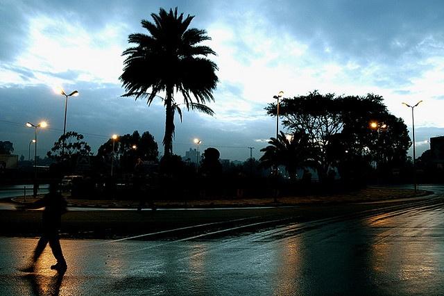 """#etiopia Addis Abeba prima dell'alba affonda in un buio indecifrabile ma pieno di promesse. (...)  Addis Abeba nelle ultime ore della notte indossa la sua storia come una sequenza di aggiunte, suture e cicatrici sull'organismo di una città imperiale""""      [photocredit: maria zerihoun http://www.flickr.com/photos/zerihoun ]"""