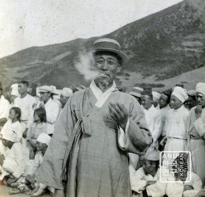 Shaman ritual ± 1915-3