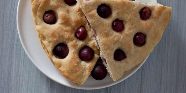 focaccia all'uva - ricetta con la pasta madre #ricette #food #natural #vegan