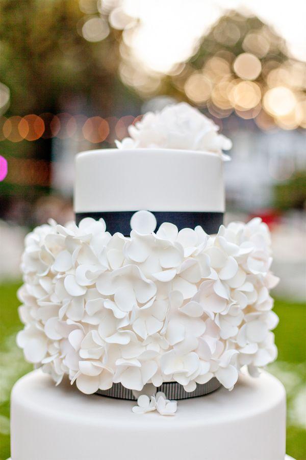 sugar petal wedding cake // photo by Amanda K Photography // cake by AK Cake Design