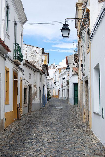 #Evora, Patrimonio dell'Unesco, è una delle città più affascinanti del Portogallo. #Portogallo