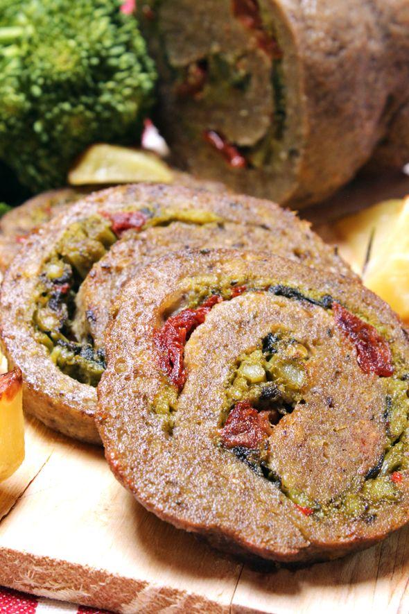 Pasqua si avvicina e non sai ancora cosa cucinare? Qui un'idea golosa per il secondo: il rollè vegetale con farcia di cime di rapa e pomodorini secchi.   Ricetta su: http://karmaveg.it/rolle-di-pasqua/