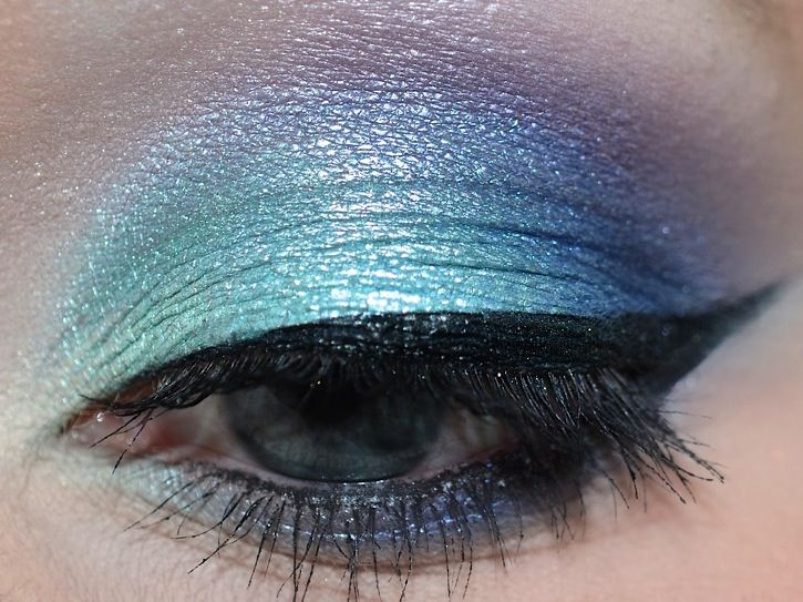 http://www.xsparkage.com/awesome-galaxy-eyeshadows-review-tutorial-video/