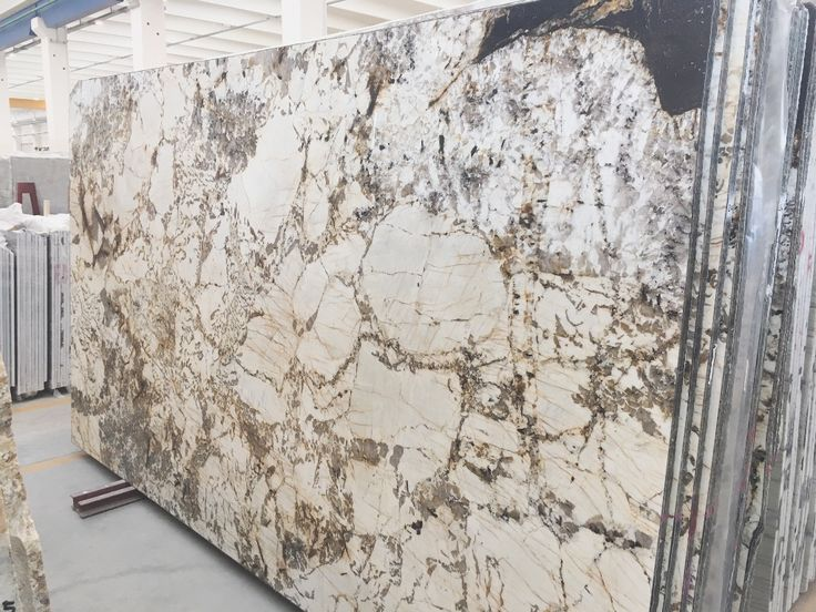 Marmor 'Copenhaghen'. Ein Stein für besondere Anwendungen. Für Bodenplatten, Wandfliesen, Bäder, Marmorbäder, Küchenarbeitsplatten. Wir verstehen uns auf Marmor. Ausgesuchte schöne Blöcke aus aller Welt.