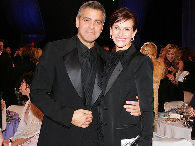 """6 Times Julia Roberts & George Clooney's Friendship Gave Us All the Feels 