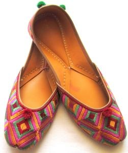 Traditional Indian shoes #Pinned by Sumit Kochar #http://www.pinterest.com/sumitkochar/