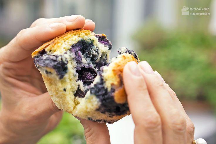 Der erste Muffin, den ich aß, war - natürlich - ein Blueberry Muffin. Ich weiß leider nicht mehr, wann genau das war, aber ich weiß zu 100%, dass es in den USA war. Und ich weiß, dass ich mich wie ein (vegetarisches) Schnitzel freute, als Starbucks seine ersten