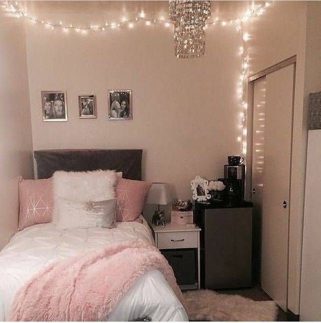 Teenage Bedrooms Decorating Ideas For Small Rooms In 2020 College Bedroom Decor Bedroom Decorating Tips Small Room Bedroom