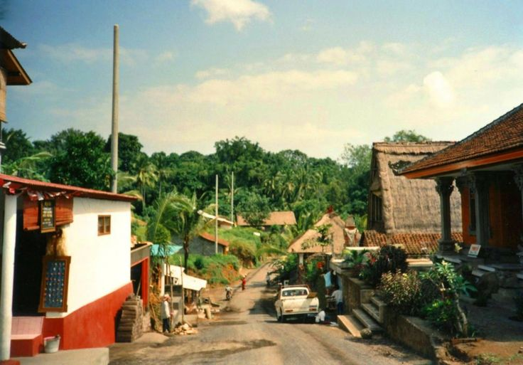 Monkey Forest Rd 1989 - not my photo but ha, I think I went up this road in that very year - my first time in Bali.