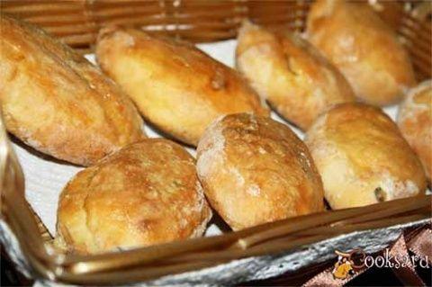 Испеченные в духовке пирожки из творожного теста с мясом и сыром получаются очень вкусными, мягкими и ароматными! Настоятельно рекомендую попробовать. По желанию за несколько минут до готовности смаж…